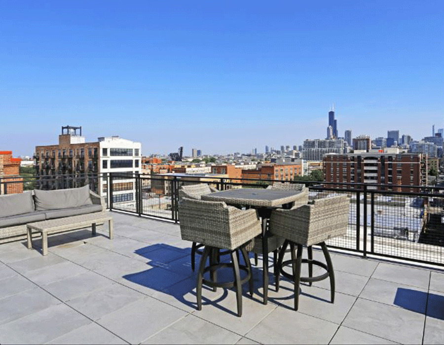 Beautiful city view from South loop apartment building roof top